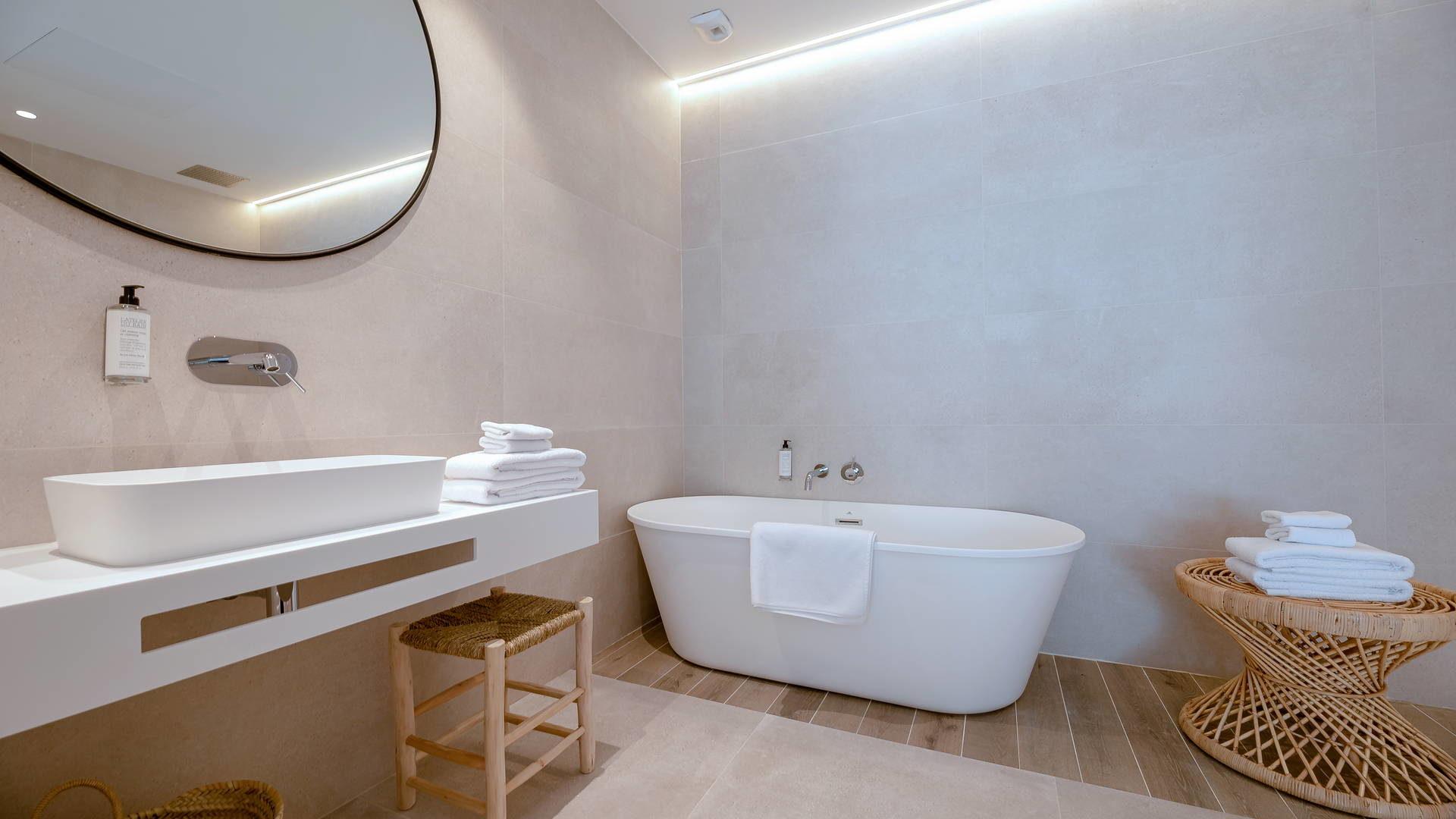 salle de bain avec baignoire hotel de charme occitanie
