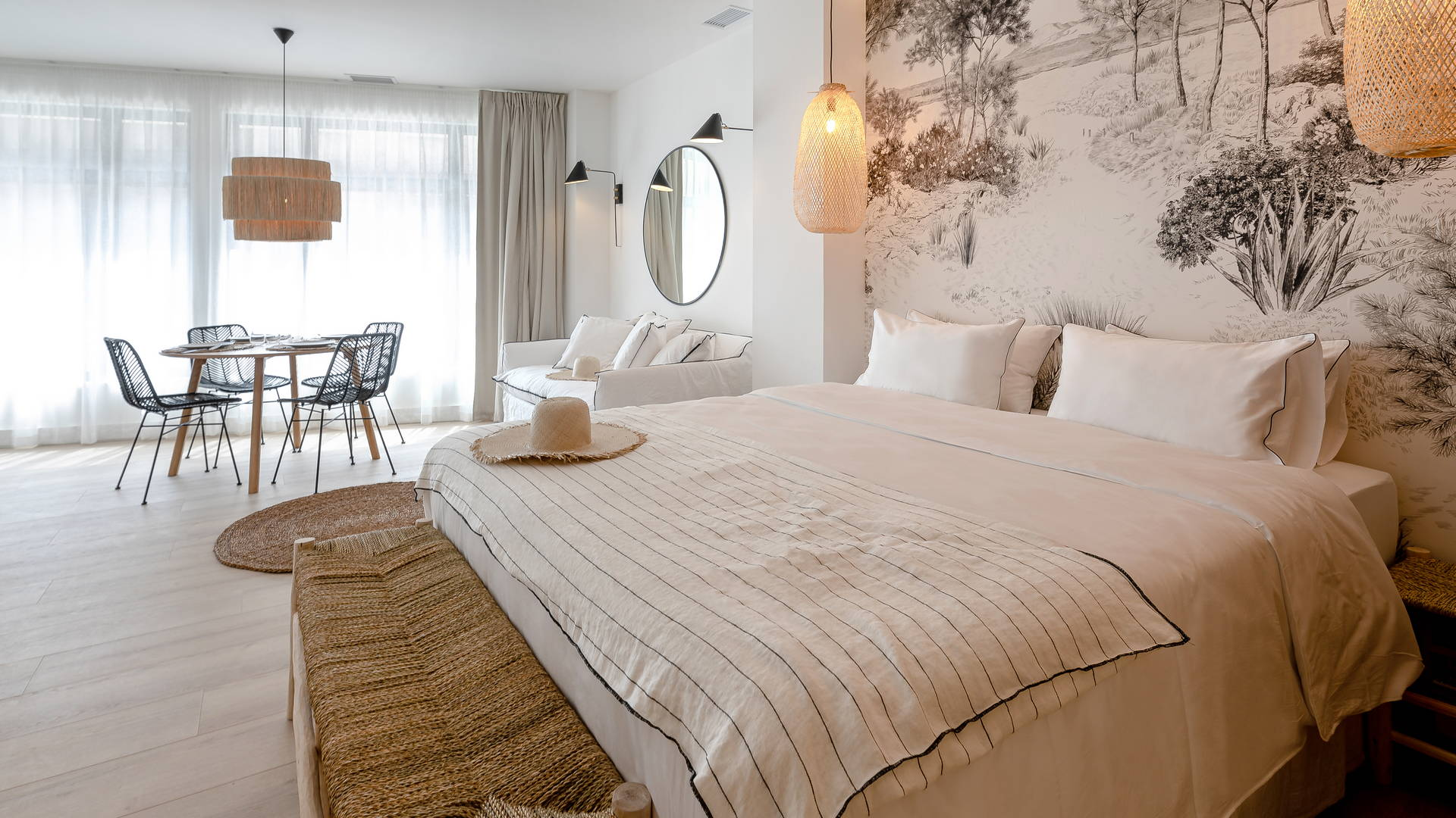 Grand lit confortable hotel bord de mer méditerranée